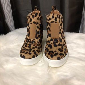 Shoes - Wedge Sneaker Leopard Print💥PRICE FIRM, NO OFFERS